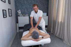 Klassische Rücken oder Ganzkörpermassage